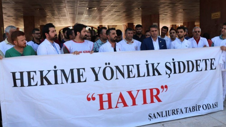 Sağlıkta Şiddeti Protesto Edip, Dur Demek için Mehmet Akif İnan Devlet Hastanesi Önünde Basın Açıklaması Yaptık.
